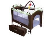 Froggy® Kinderreisebett Babybett mit Schlafunterlage, Matratze, Wickelauflage, Spielbogen, Transporttasche, höhenverstellbar, 120 x 60 cm in Braun